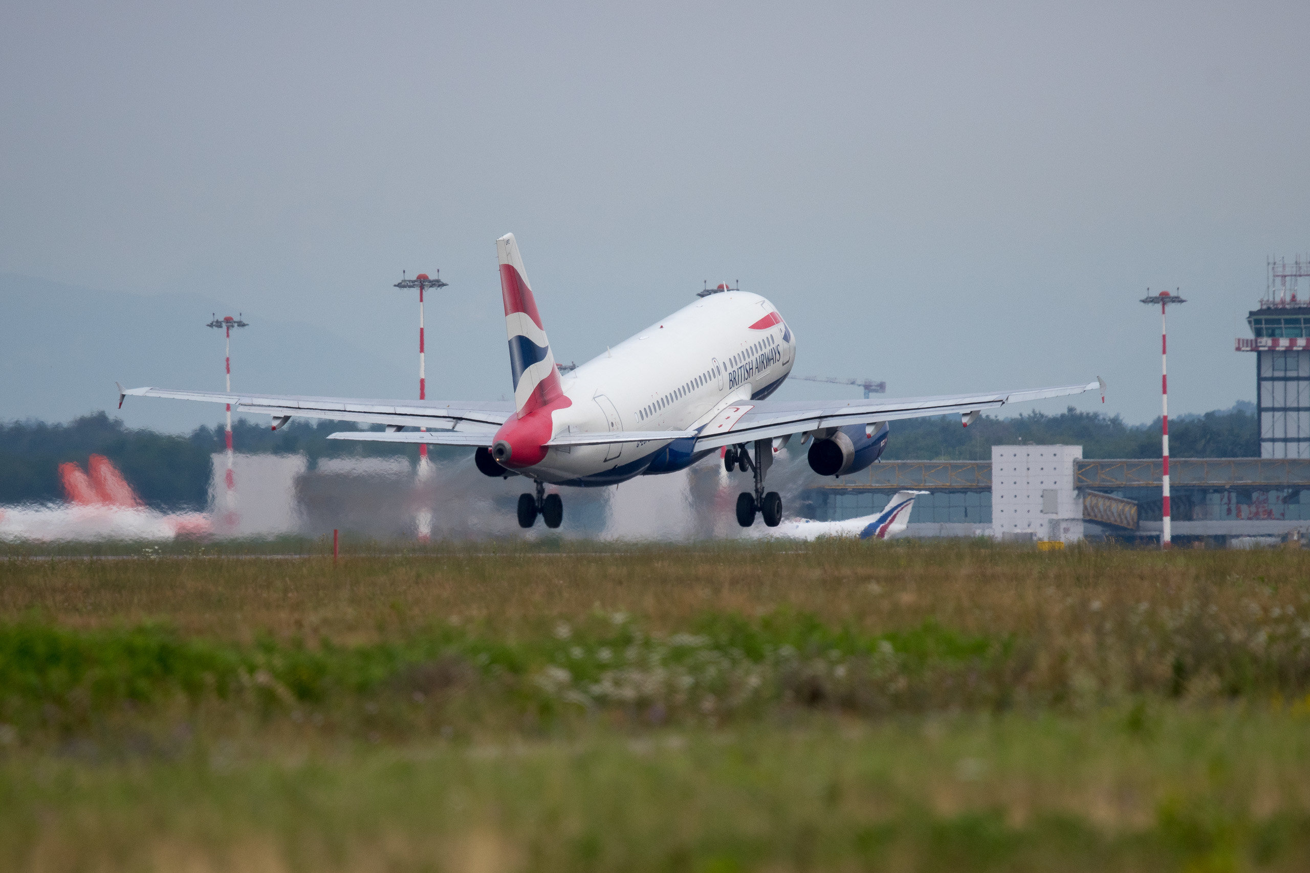 Jet British Airways in decollo da Malpensa