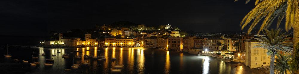 Panoramica notturna Sestri Levante.jpg