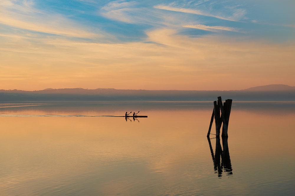 in canoa sul lago.jpg
