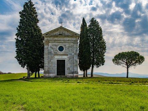 Chiesetta romanica di Vitaleta in Val d'Orcia