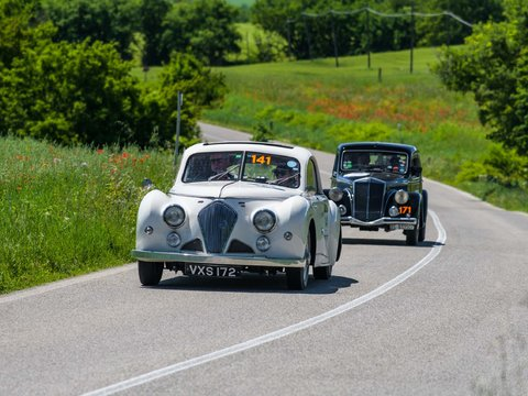 Healey 2400 Elliott Beutler del 1947 seguita dalla Lancia Aprilia 1500 del 1949