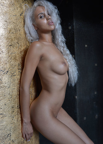 Nakia_colonna_dorata1_0437.jpg