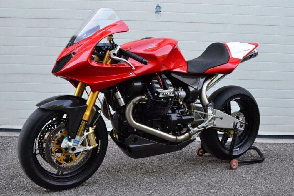 Moto-Guzzi-MGS-01-Corsa-Front-Left-1.thumb.jpg.f0cfcf5757c1a423876e552a2d5d8991.jpg