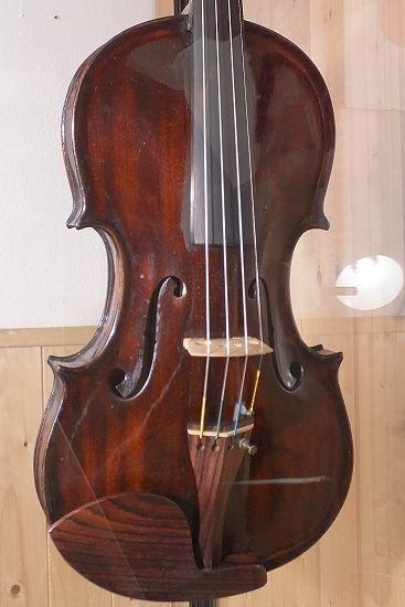 violino-foto19.jpg.108066994e340807546b8e17ca51f716.jpg