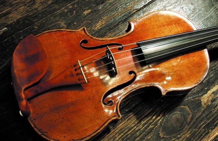 violino-nero-stradivari-leclair.jpg.a83730ddd30367f3d6fc4fe1805dd740.jpg