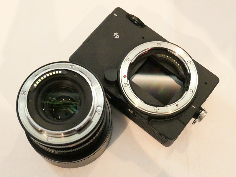 Sigma-fp-full-frame-L-mount-mirrorless-camera-5.jpg