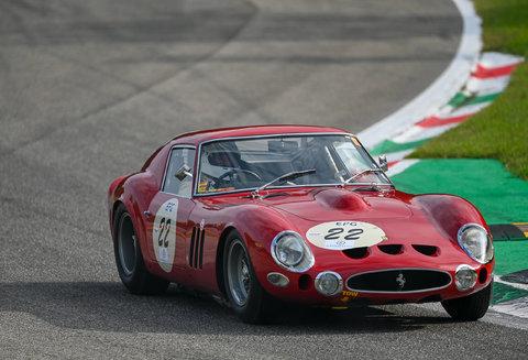 Come si fa a correre con una 250 GTO ?