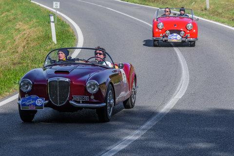 Lancia Aurelia B 24 Spider del 1955 e Triumph TR2 del 1954