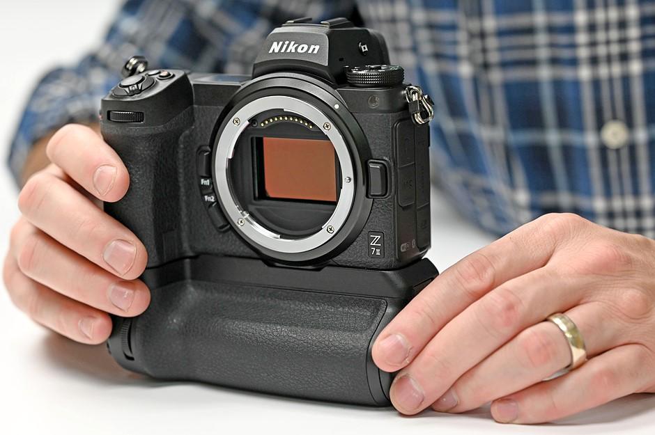 Nikon_Z7II_Grip_Sensor.jpg.ae4a936e90213bbc53832e172f21b661.jpg
