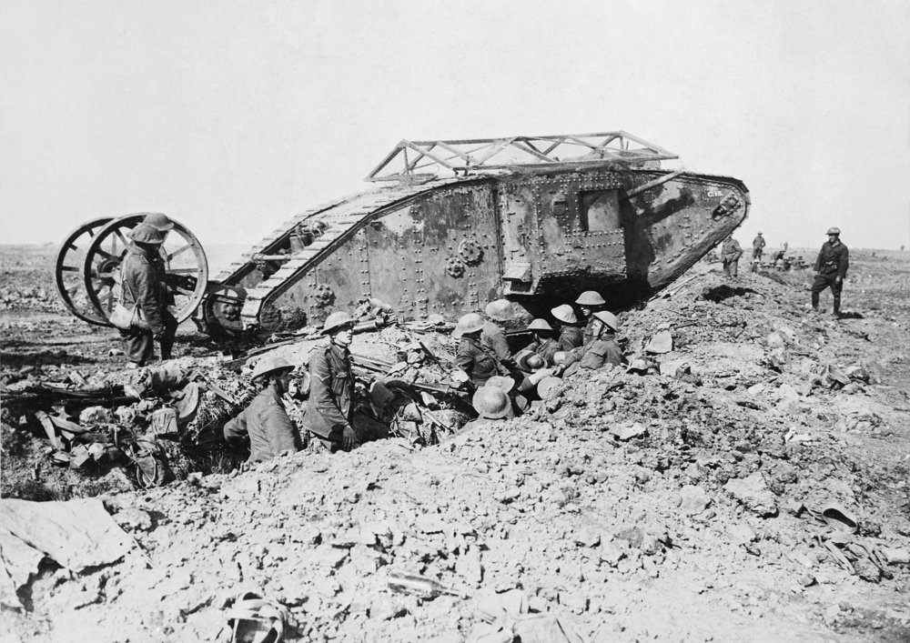 2880px-British_Mark_I_male_tank_Somme_25_September_1916.thumb.jpg.fa604266c32c3ba46476e8fecfbde070.jpg