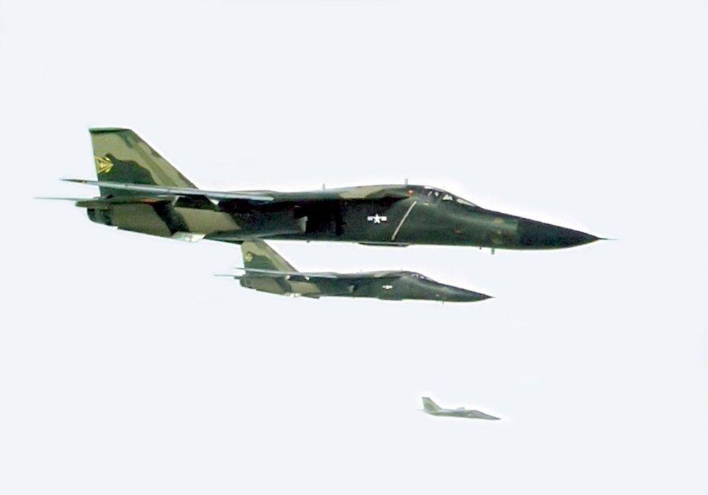 1280px-F-111As_Combat_Lancer_1968.thumb.jpg.67218ecd0b08c18cc876251f1aabcb60.jpg