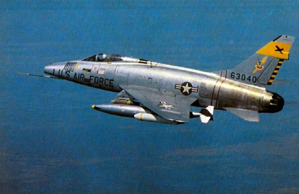 F-100-Super-Sabre1.thumb.jpg.ef118f06cf12fa0dfe94bc2f787834fb.jpg