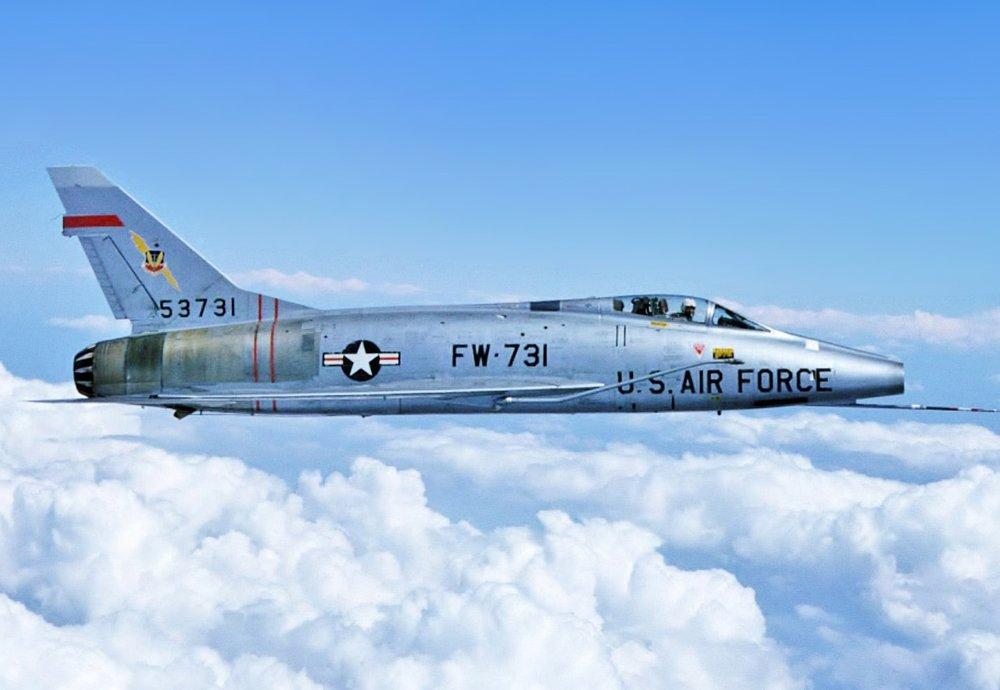 F-100_Rogers_Dry_Lake.thumb.jpg.5025b901dc77ccfe0b3c92361f4b98ee.jpg