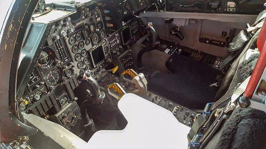 cockpit-of-f-111.jpg.8ea087aef67b3c25d957facc810cdd03.jpg