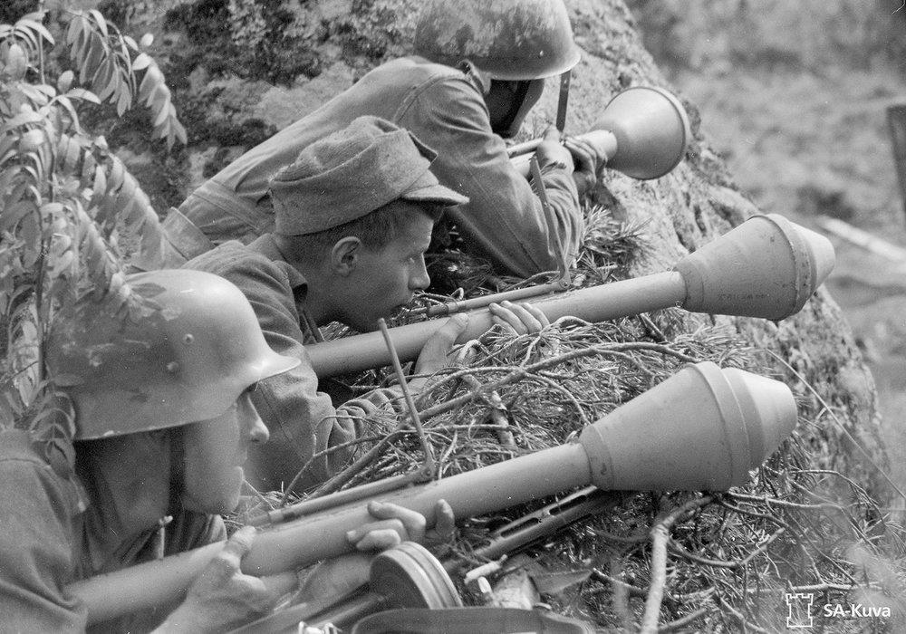 soldiers-Finnish-fighting-forces-Panzerfausts-Russian-Battle-1944.thumb.jpg.b7967d14b5986b1f817212da974809ef.jpg