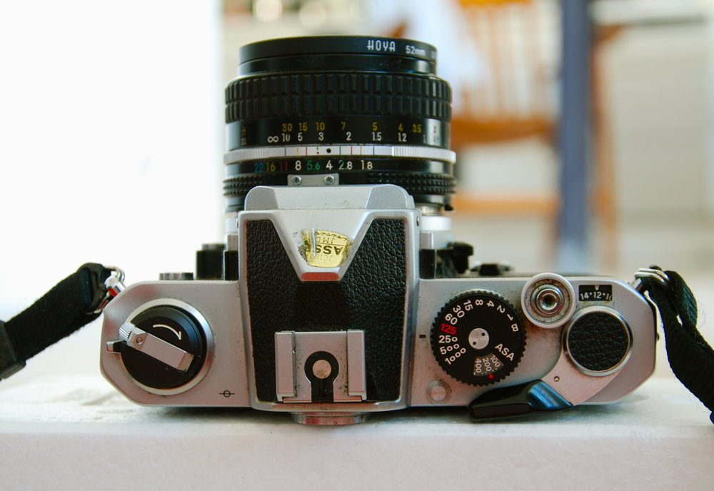 Nikon_FM_(top_view).thumb.jpg.3bb724b6e79ffd98476887a95109f4d1.jpg