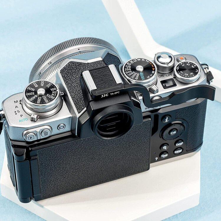 Aluminum-thumbs-up-grip-for-Nikon-2.thumb.jpg.2a838d80b4be6a9bfd95ea007c2de19d.jpg